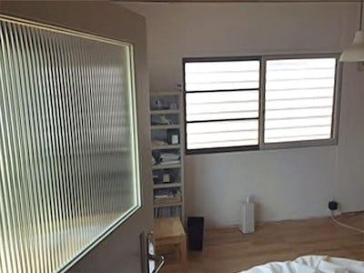 シンプルなお家に一工夫!室内ドアのガラスに「エストラド」を使用した事例 (F様)