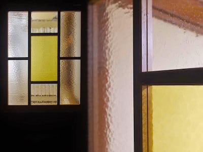 アンティークな室内ドアに!デザインガラス3種類を使用した事例