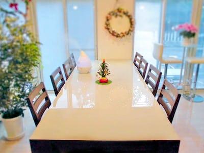 大きなテーブル天板に!「セラプリプレーン (ホワイト)」を使用した事例