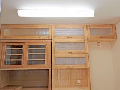 木製の食器棚に!「チェッカーガラス(リストラルM)」を使用した事例(S社様)