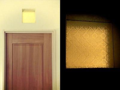 トイレの明り取りに!高窓に「フローラガラス」を使用した事例