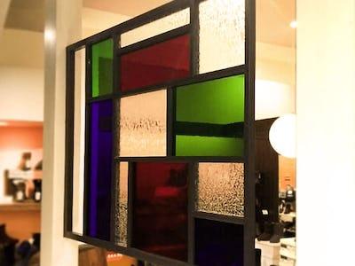 店舗の装飾に!デザインガラス4種類を使用した事例