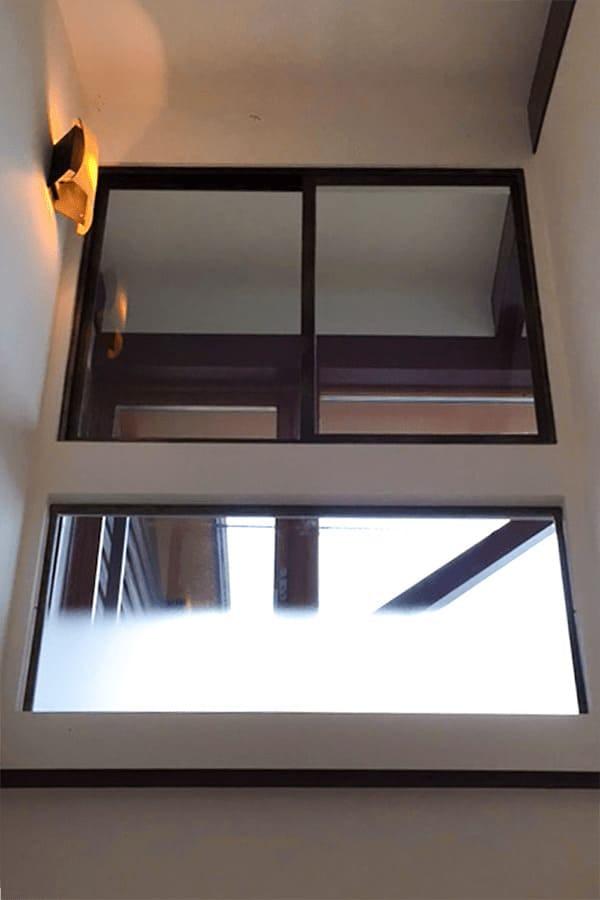 引違窓とFIX窓に使用したフロストガラス グラデーション