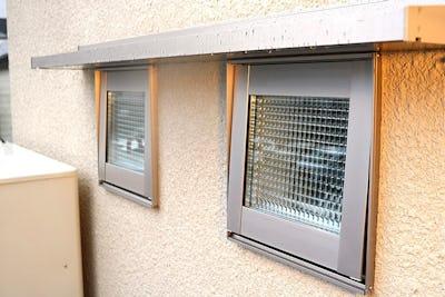 新築物件にデザインガラスをペア加工した「デザートペア」8種類を使用した事例