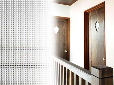 オシャレなドア窓に「チェッカーガラス(リストラルF)」を使用した事例 (兵庫県Y様)