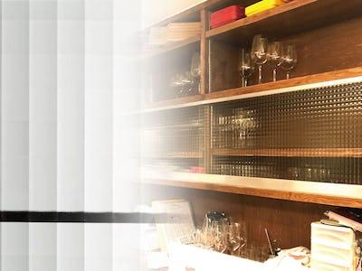 人気No.1の「チェッカーガラス」を飲食店の食器棚に使用した事例 (大阪府Y様)