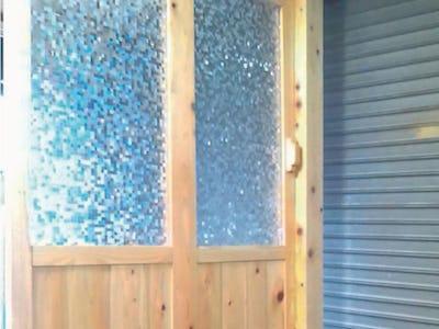 引き戸のガラスに「デザインフィルムガラス(ロトンド)」を使用した事例 (神奈川県O様)