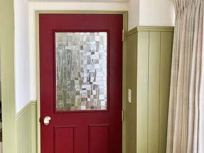 アンティークなカフェのドア窓に!希少在庫の「昭和型板ガラス のみち」を使用した事例 (神奈川県 L様)