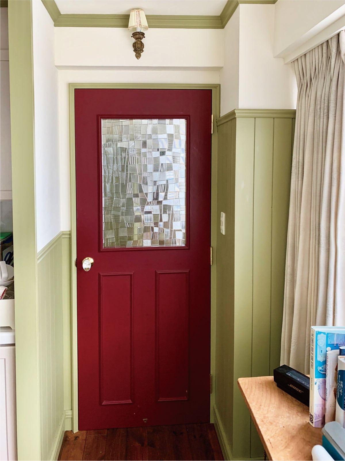 ドア窓に使用した希少在庫の「昭和型板ガラス のみち」