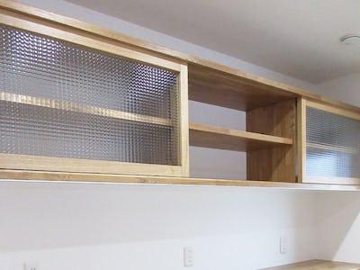 木材との相性は抜群!造作カップボードに「チェッカーガラス」を使用した事例(京都府F様)