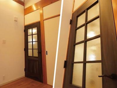 レトロな建具と相性抜群!木製ドアに「クリアテクスチャ(シーディークリア)を使用した事例(山形県A様)