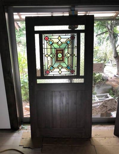 木製扉の装飾に「モニュメンタルM」を使用した事例 (山口県熊毛郡 T社様)