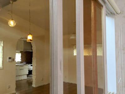 室内窓に「カラードアンティーク (ブロンズライト)」を使用した事例 (沖縄県中頭郡 T様)