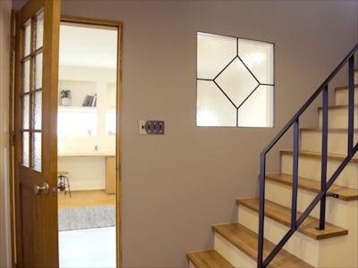 ナチュラルなお家のドアと室内窓に!「サハラ」を使用した事例 (愛媛県西条市 K様)