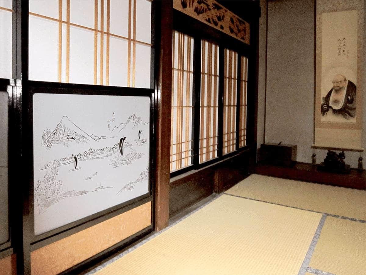 障子窓に使用した「障子用ガラス (ぬき山水) 舟村山郭」