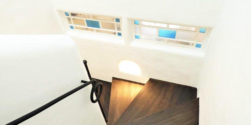 玄関と階段の壁を爽やかに装飾!デザインガラス4種類を使用した事例 (石川県金沢市 D社様)