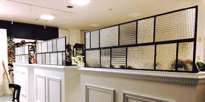 店舗のパーテーションに!デザインガラス7種類を使用した事例 (愛知県春日井市 A様)