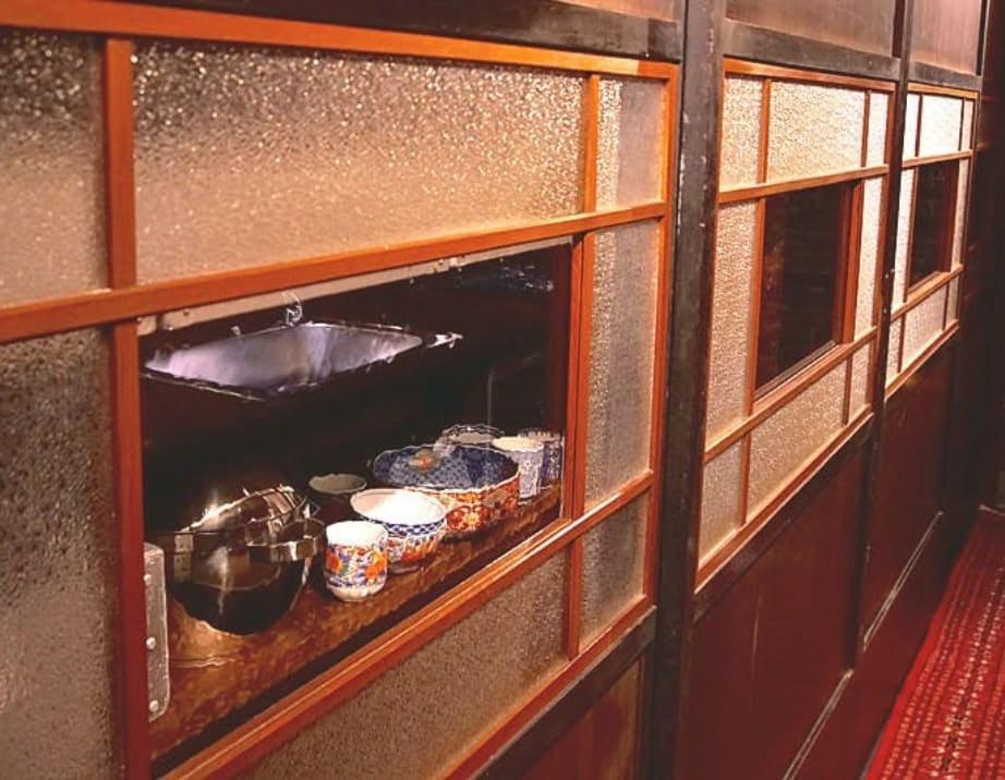 「昭和レトロ風ガラス」を古民家風レストランの引き戸に使用した事例