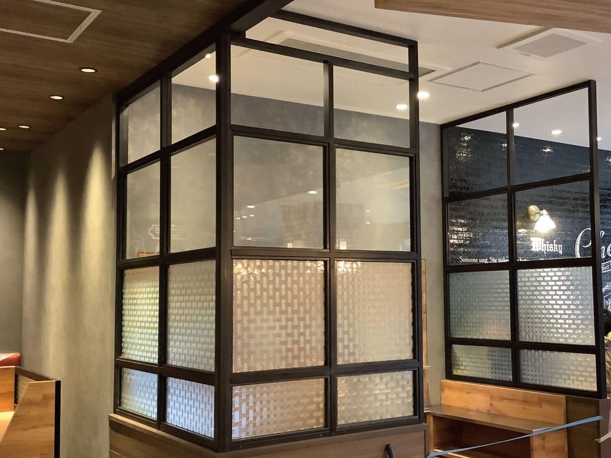 カフェのパーテーション