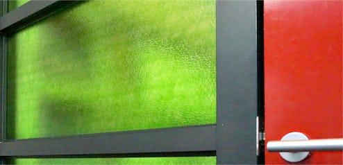 塗装カラー型板ガラスとは