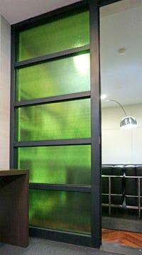 塗装カラー型板ガラス