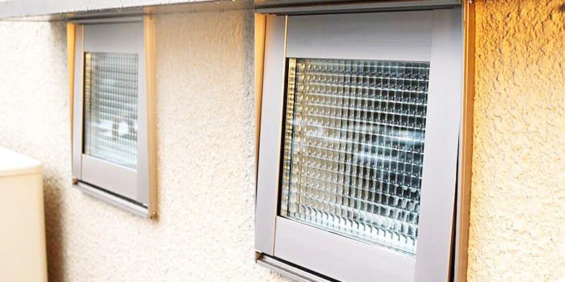 ペア加工したデザインガラス8種類を使用した事例
