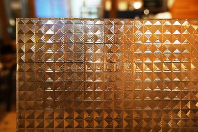 デザインフィルムガラスが張り付けられたフロートガラス アップ