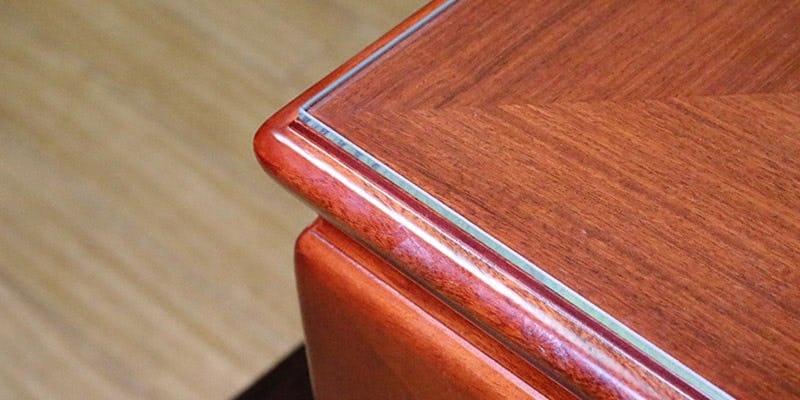 高透過ガラスを乗せた座敷テーブル