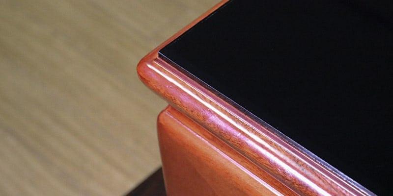 塗装カラーガラス「彩」(漆黒)を乗せた座敷テーブル