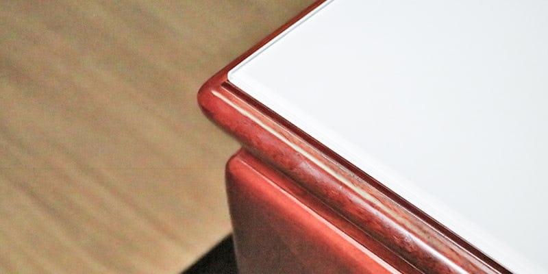塗装カラーガラス「彩」(純白)を乗せた座敷テーブル