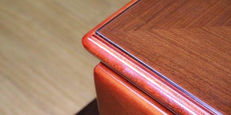 色ガラス(グリーン)を乗せた座敷テーブル