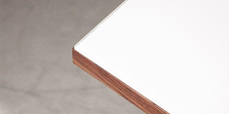 塗装カラーガラス「彩」(純白)を乗せたウォルナット柄テーブル