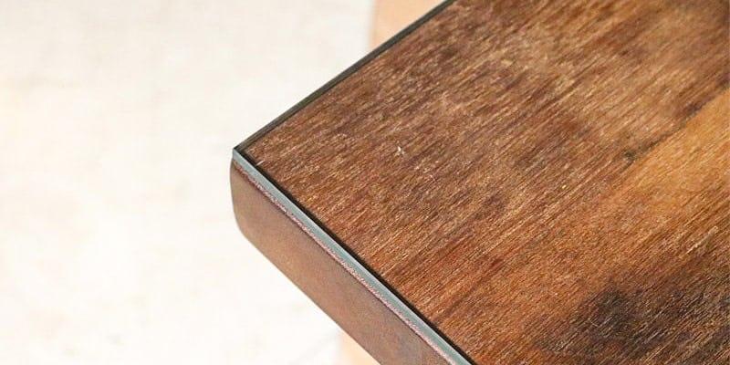 フロートガラス(または強化ガラス)を乗せたクラフトテーブル(作業台)