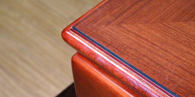 ガラス色アクリルを乗せた座敷テーブル