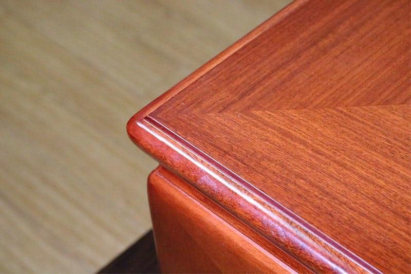 何も置いていない状態の座敷テーブル