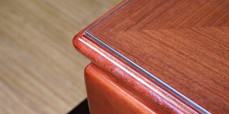 フロートガラス(または強化ガラス)を乗せた座敷テーブル