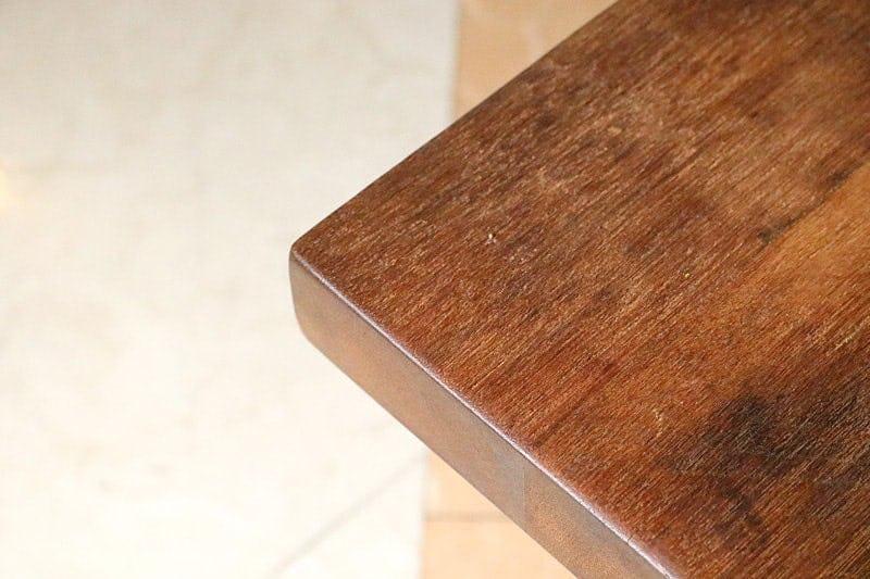 何も置いていない状態のクラフトテーブル(作業台) (2)